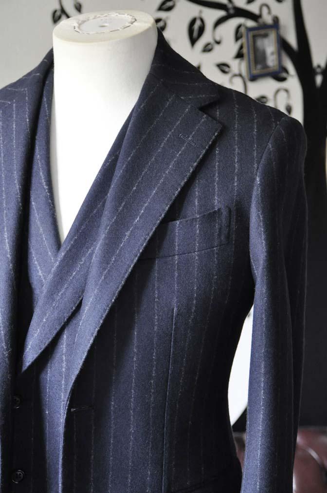 DSC0223-1 私のスーツの紹介-FOX BROTHERS フランネル ネイビーストライプ 襟付きダブルジレのスリーピース-