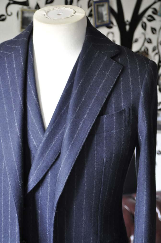 DSC0224-2 私のスーツの紹介-FOX BROTHERS フランネル ネイビーストライプ 襟付きダブルジレのスリーピース-