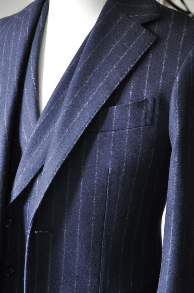 DSC0225-4 私のスーツの紹介-FOX BROTHERS フランネル ネイビーストライプ 襟付きダブルジレのスリーピース-