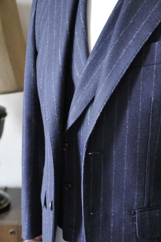 DSC0226-3 私のスーツの紹介-FOX BROTHERS フランネル ネイビーストライプ 襟付きダブルジレのスリーピース-