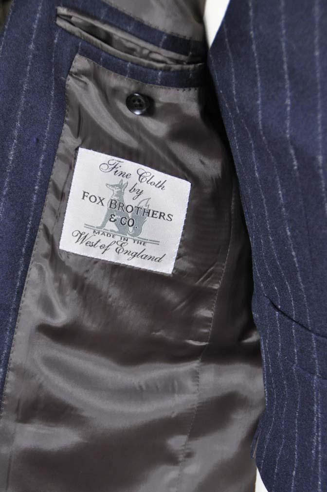 DSC0231-2 私のスーツの紹介-FOX BROTHERS フランネル ネイビーストライプ 襟付きダブルジレのスリーピース-