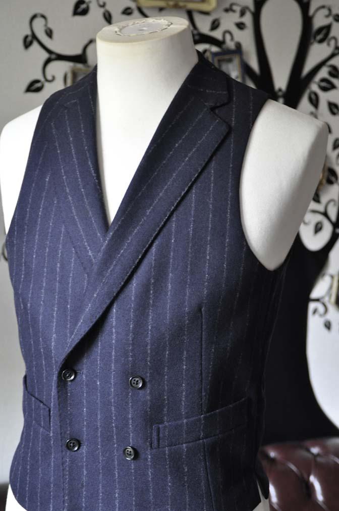 DSC0234-3 私のスーツの紹介-FOX BROTHERS フランネル ネイビーストライプ 襟付きダブルジレのスリーピース-