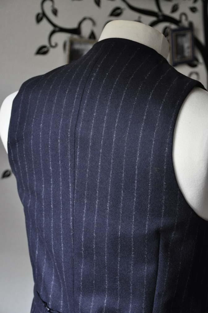DSC0237-2 私のスーツの紹介-FOX BROTHERS フランネル ネイビーストライプ 襟付きダブルジレのスリーピース-