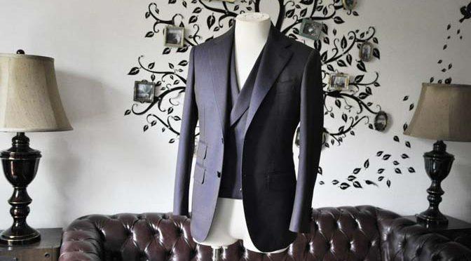 私のスーツの紹介-SCABAL TORNADO ネイビーブラウン ストライプ 襟付きダブルジレのスリーピース-