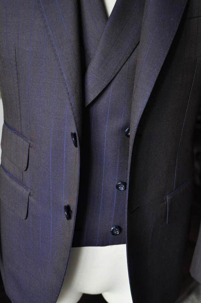 DSC0247-4 私のスーツの紹介-SCABAL TORNADO ネイビーブラウン ストライプ 襟付きダブルジレのスリーピース-