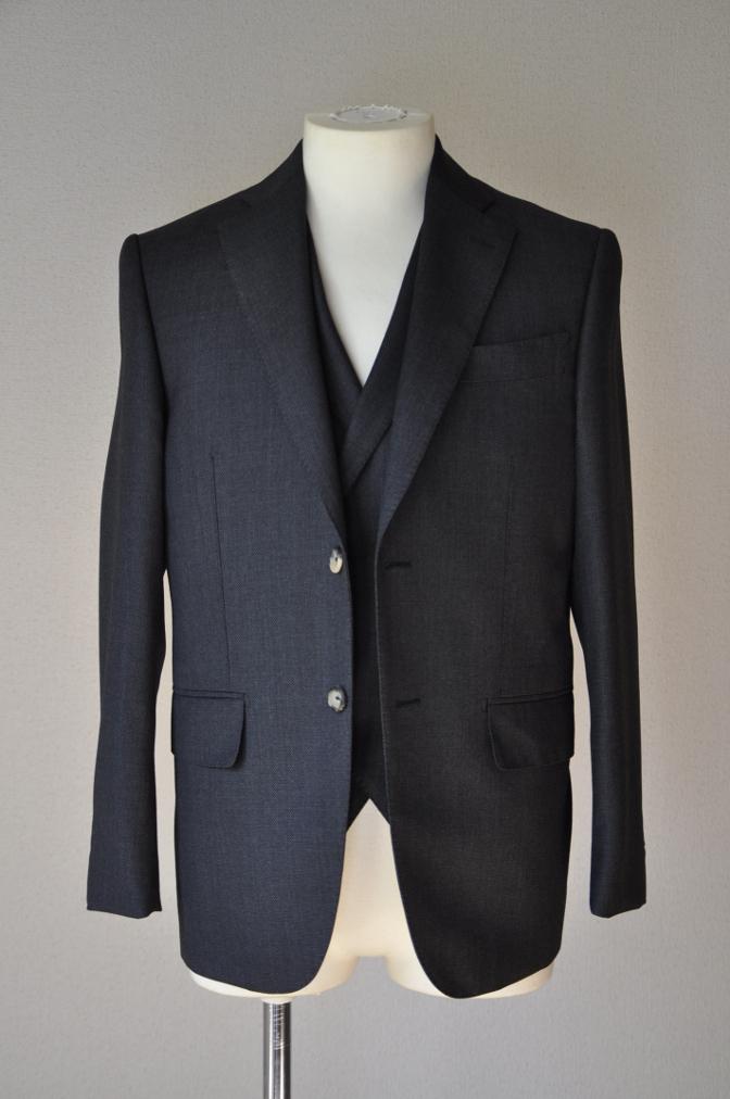 DSC02541 お客様のスーツの紹介- BIELLESI グレーバーズアイ スリーピース- 名古屋の完全予約制オーダースーツ専門店DEFFERT