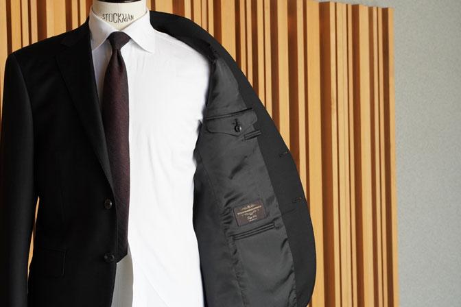 DSC02547 オーダースーツの紹介-CANONICO 無地ブラックスーツ-