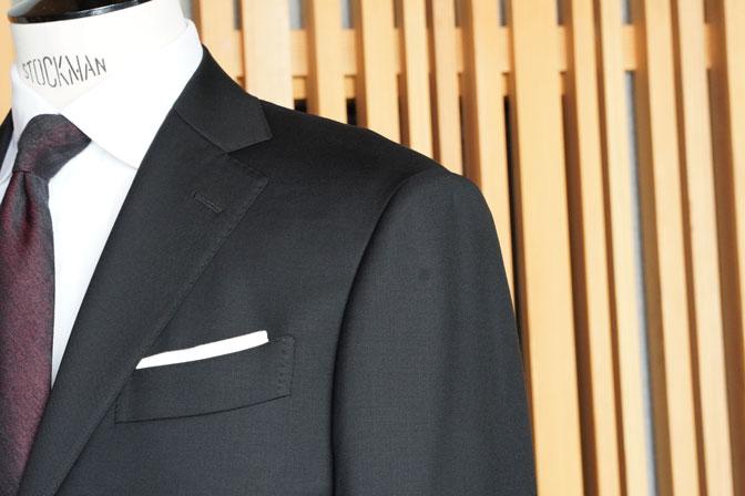 DSC02552 オーダースーツの紹介-CANONICO 無地ブラックスーツ-