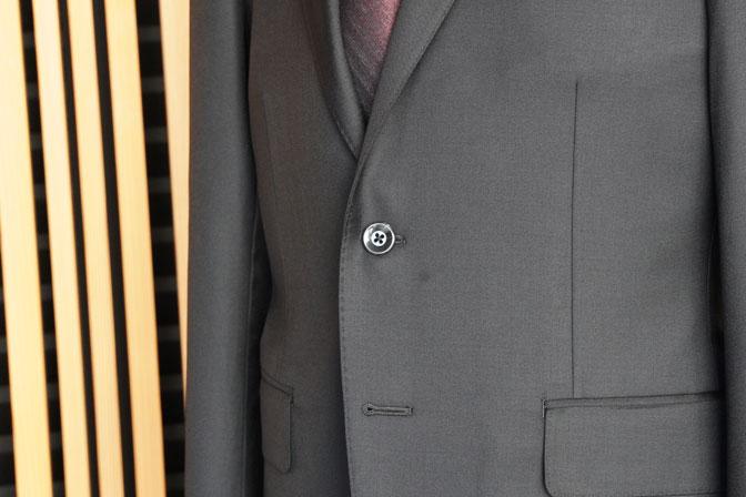 DSC02553 オーダースーツの紹介-CANONICO 無地ブラックスーツ-