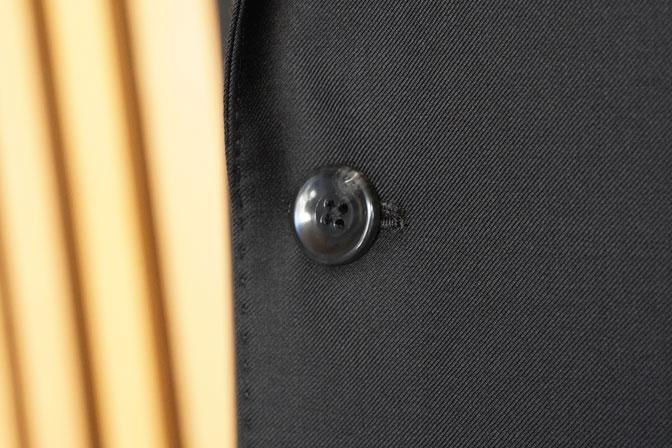 DSC02556 オーダースーツの紹介-CANONICO 無地ブラックスーツ-