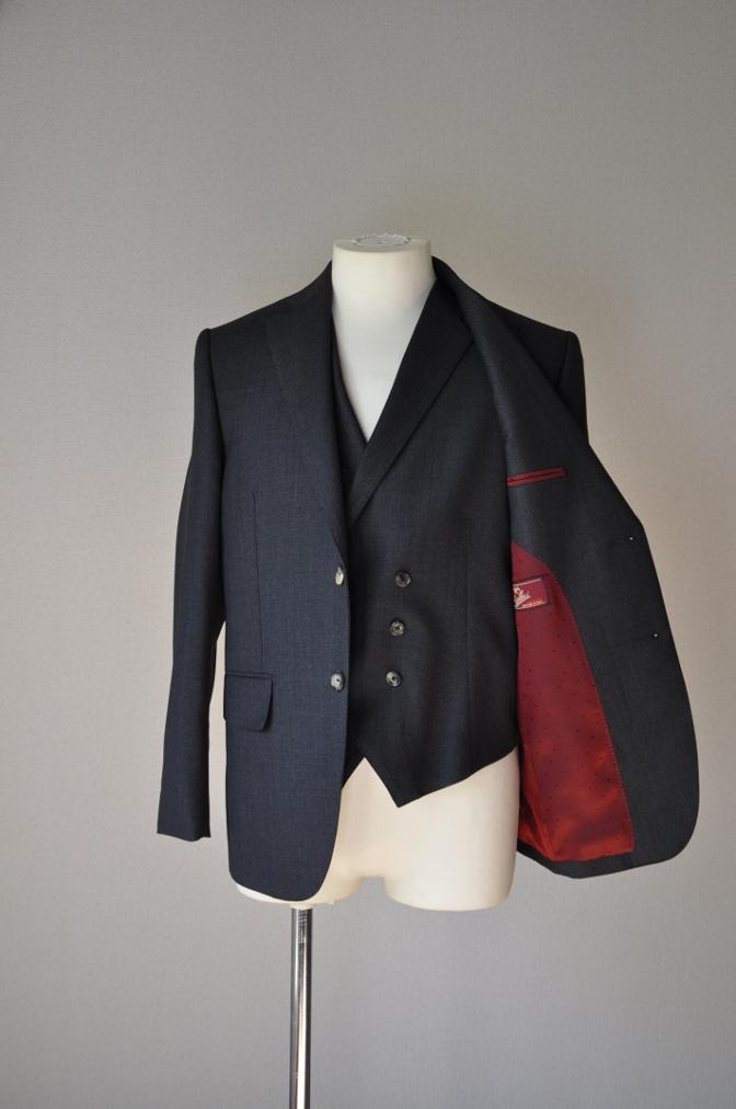 DSC02561 お客様のスーツの紹介- BIELLESI グレーバーズアイ スリーピース- 名古屋の完全予約制オーダースーツ専門店DEFFERT