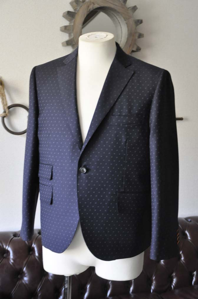 DSC0269-1 お客様のスーツの紹介- Canonico ネイビースーツ-