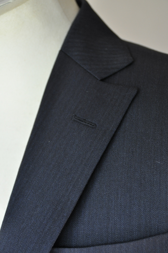 DSC0277 お客様のスーツの紹介-BIELLESI ネイビーヘリンボーン-