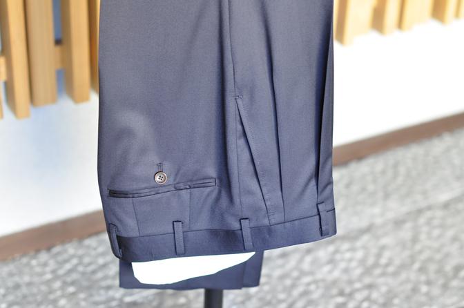 DSC0282-4 オーダースーツの紹介-REDA無地ネイビースーツ-