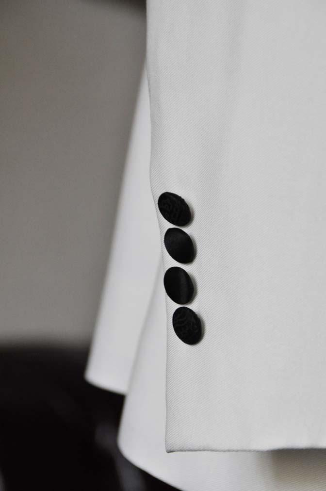 DSC0297-1 お客様のタキシードの紹介- Collezioni Biellesiホワイトショールカラータキシードジャケット、ブラックパンツ-