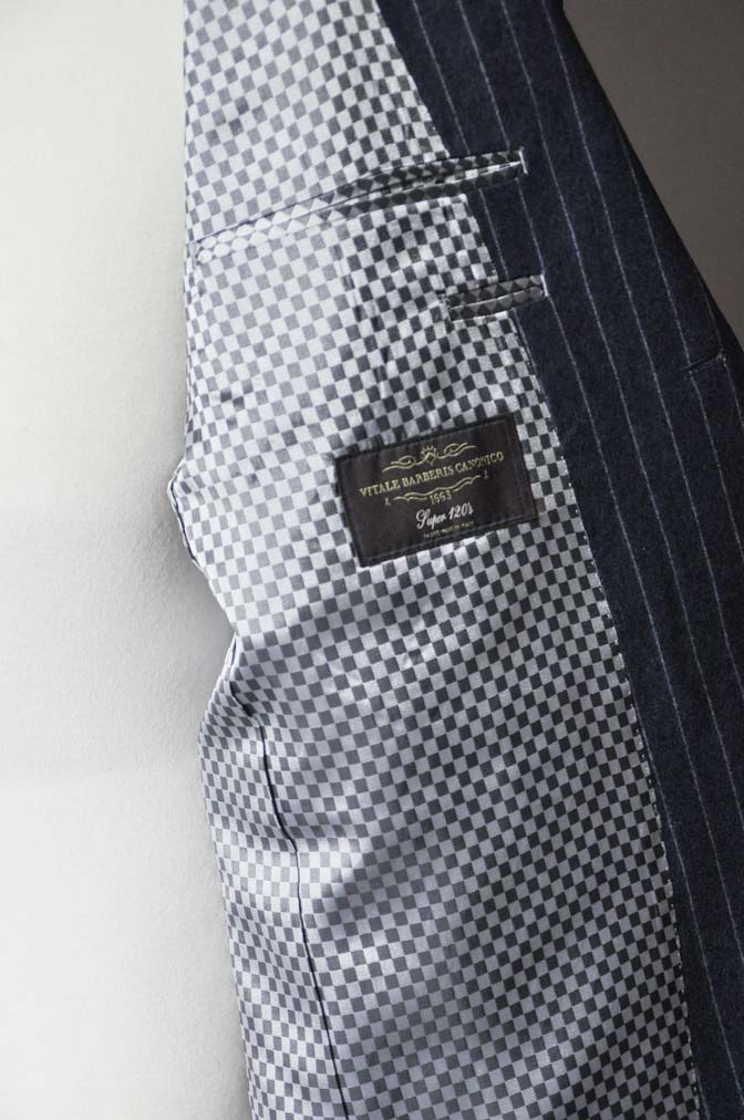 DSC0309-1 お客様のスーツの紹介- CANONICOネイビーフランネルストライプ スーツ-