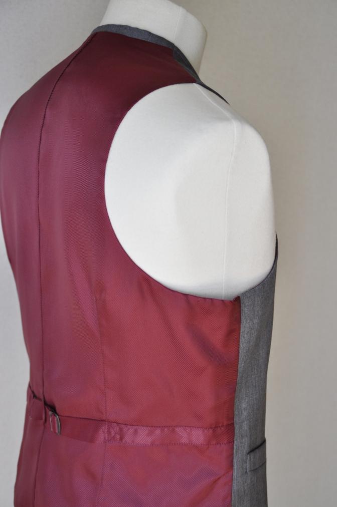DSC03091 お客様のウエディング衣装の紹介- BIELLESI ネイビーチェックスーツ グレーチェックベスト- 名古屋の完全予約制オーダースーツ専門店DEFFERT
