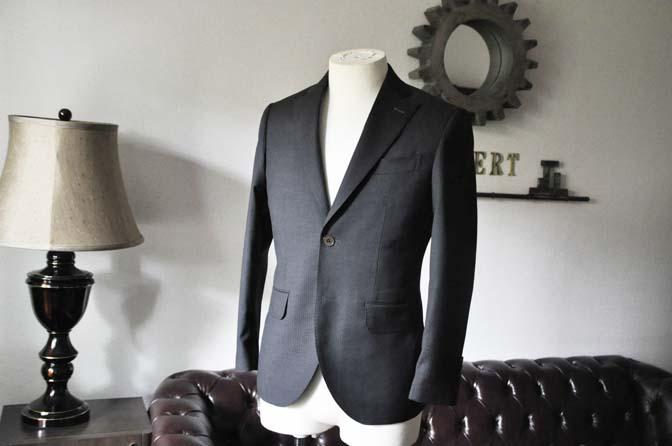 DSC0322-4 お客様のスーツの紹介- Biellesi チャコールグレーヘリンボーンスーツ-
