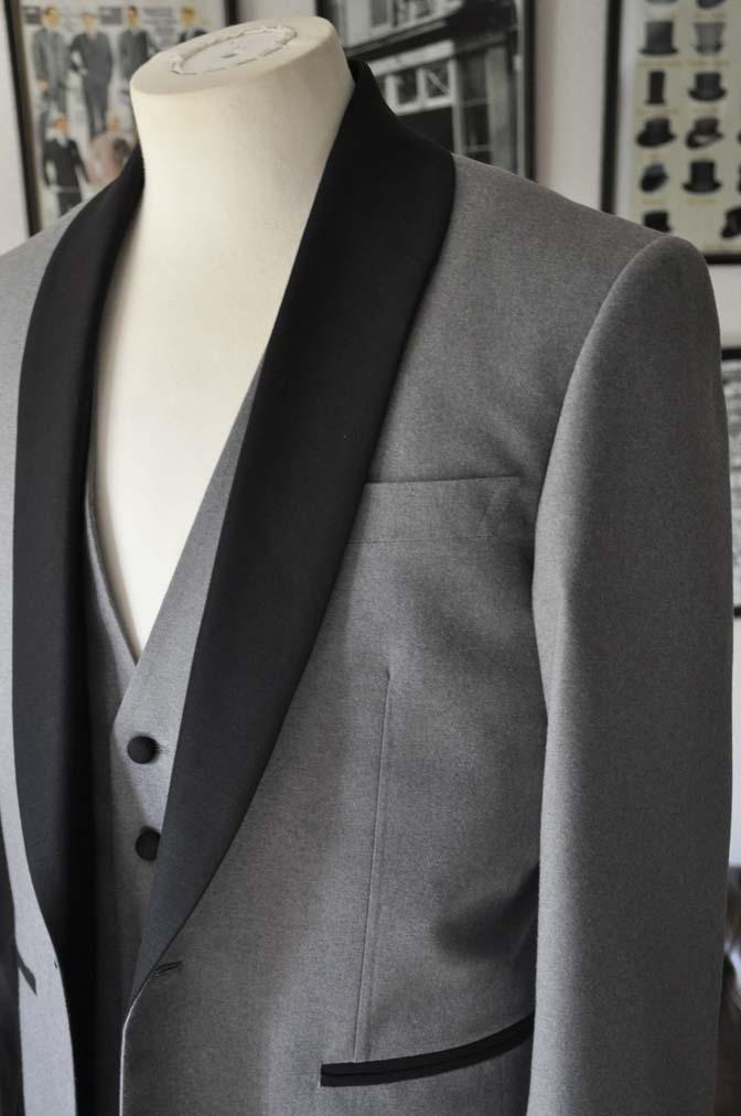 DSC0325-1 お客様のウエディング衣装の紹介- グレーショールカラータキシード-