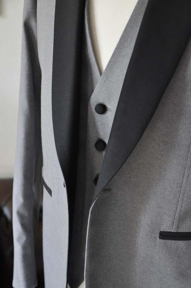 DSC0328-1 お客様のウエディング衣装の紹介- グレーショールカラータキシード-