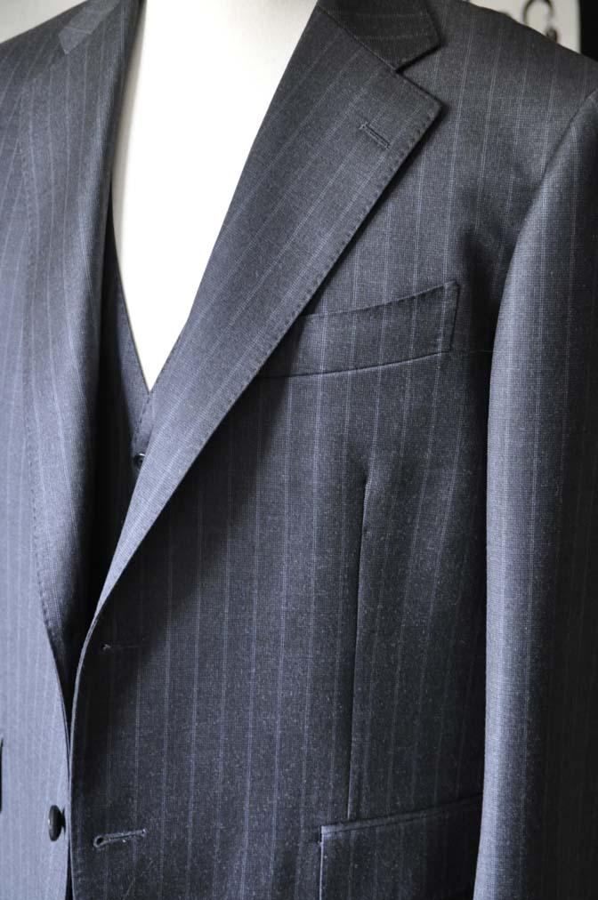 DSC0331-3 お客様のスーツの紹介-Ermenegild Zegnaグレーストライプ スリーピース- 名古屋の完全予約制オーダースーツ専門店DEFFERT