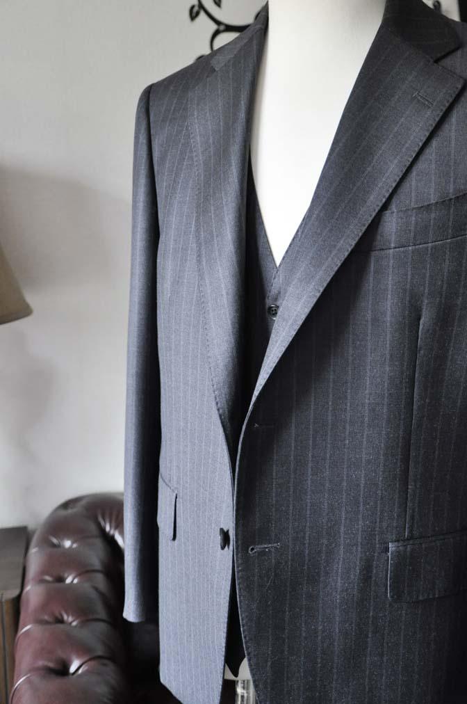DSC0332-4 お客様のスーツの紹介-Ermenegild Zegnaグレーストライプ スリーピース- 名古屋の完全予約制オーダースーツ専門店DEFFERT