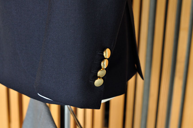 DSC0335-6 オーダージャケットの紹介-無地ネイビーメタルボタンダブルジャケット-