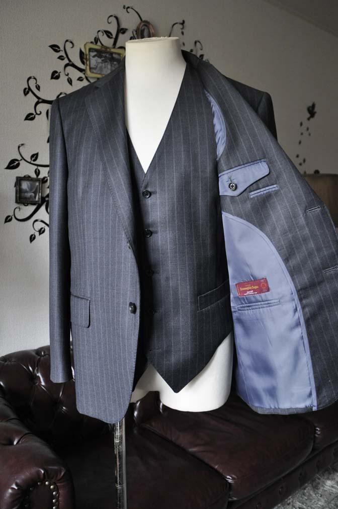 DSC0336-2 お客様のスーツの紹介-Ermenegild Zegnaグレーストライプ スリーピース- 名古屋の完全予約制オーダースーツ専門店DEFFERT