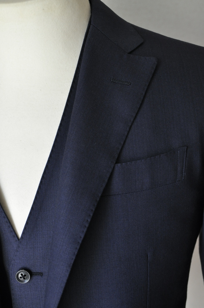 DSC03373 お客様のスーツの紹介-ネイビーヘリンボーンスリーピース- 名古屋の完全予約制オーダースーツ専門店DEFFERT