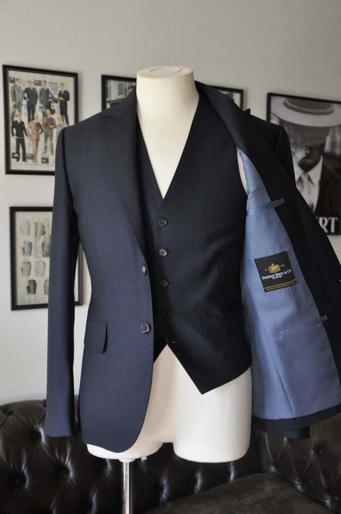 DSC03374 お客様のスーツの紹介- DUGDALE 無地ネイビースリーピーススーツ-