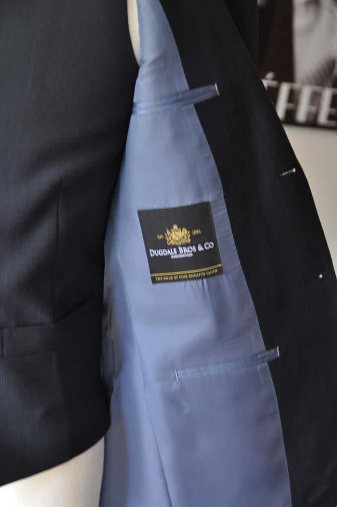 DSC03386 お客様のスーツの紹介- DUGDALE 無地ネイビースリーピーススーツ-