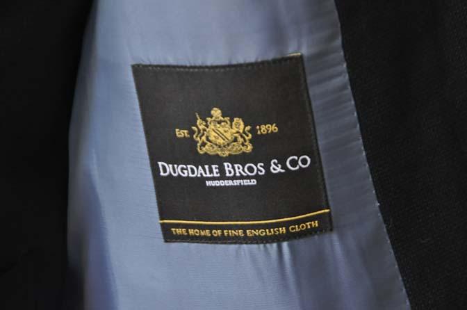 DSC03404 お客様のスーツの紹介- DUGDALE 無地ネイビースリーピーススーツ-