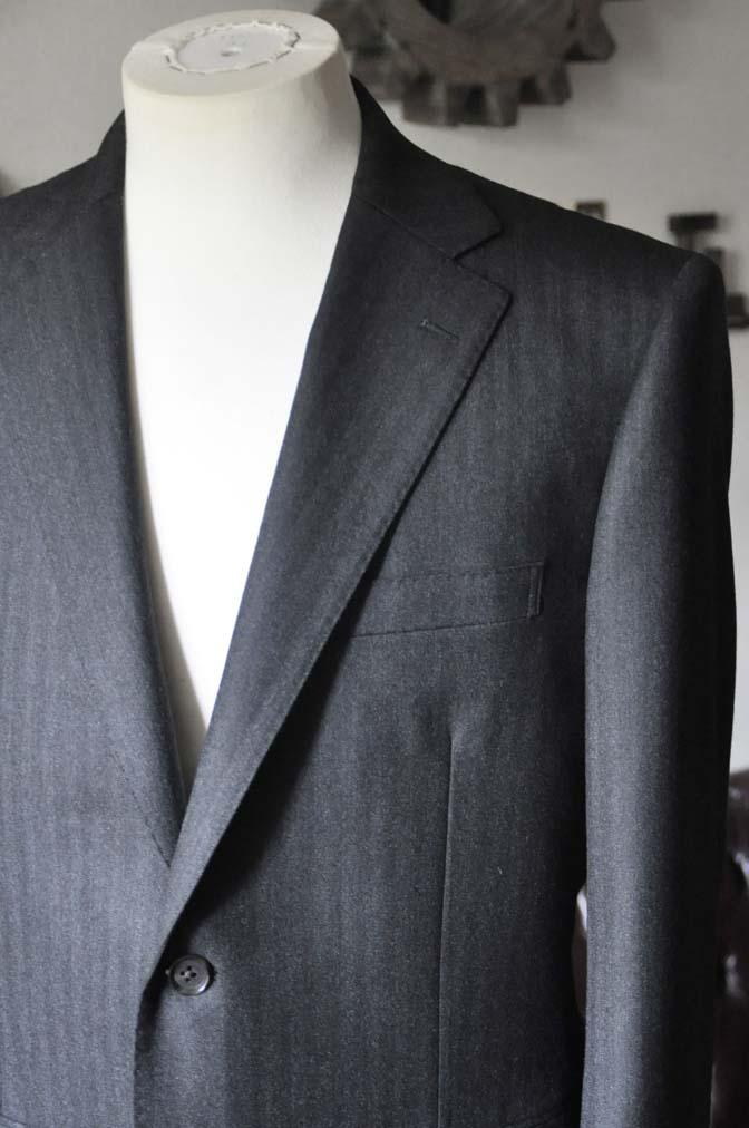 DSC0341-1 お客様のスーツの紹介- 御幸毛織 チャコールグレーヘリンボーンスーツ-