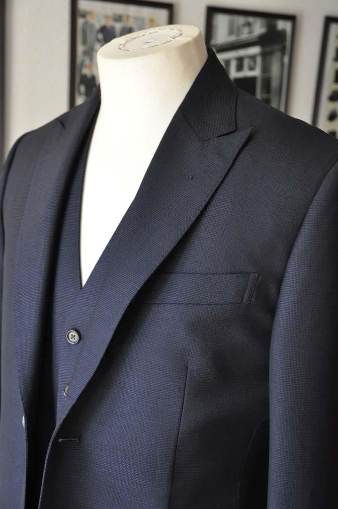 DSC03415 お客様のスーツの紹介- DUGDALE 無地ネイビースリーピーススーツ-