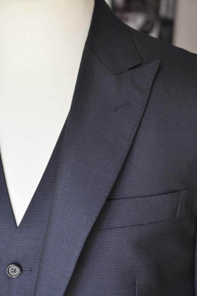 DSC03427 お客様のスーツの紹介- DUGDALE 無地ネイビースリーピーススーツ-