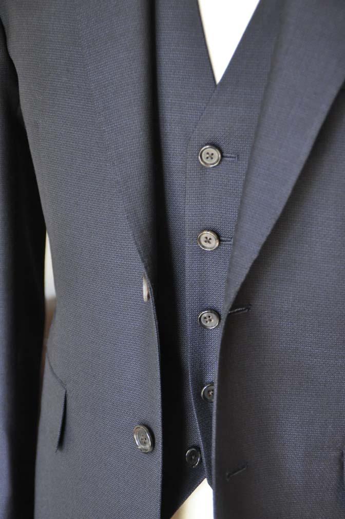 DSC03442 お客様のスーツの紹介- DUGDALE 無地ネイビースリーピーススーツ-