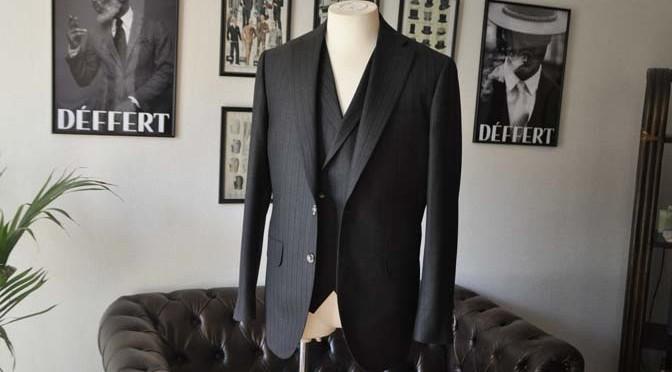お客様のスーツの紹介- DUGDALE チャコールグレーストライプ スリーピース-
