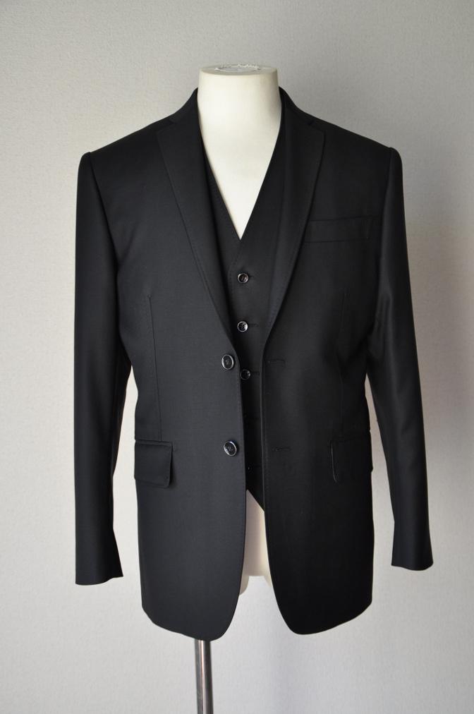 DSC03545 お客様のスーツの紹介-CANONICO ブラックスリーピース-