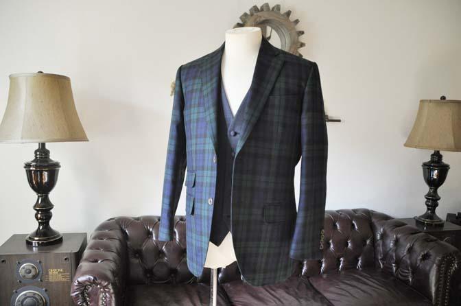 DSC0355-2 お客様のウエディング衣装の紹介- ブラックウォッチスーツ ネイビーベスト-