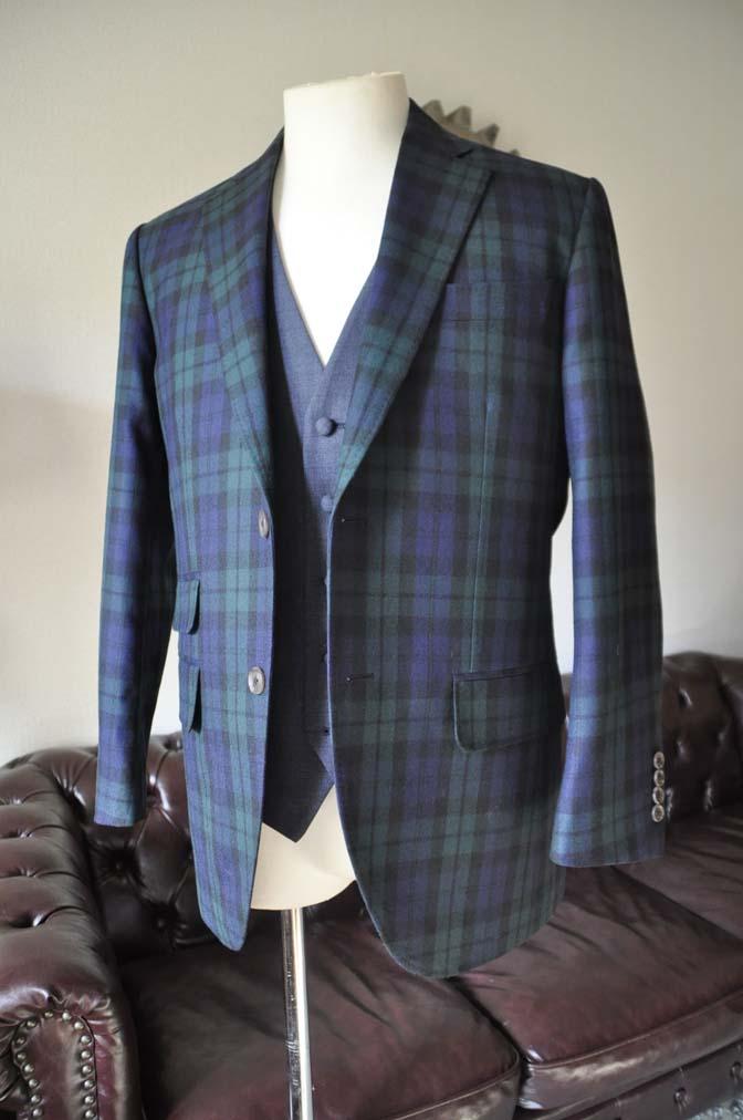 DSC0357-2 お客様のウエディング衣装の紹介- ブラックウォッチスーツ ネイビーベスト-