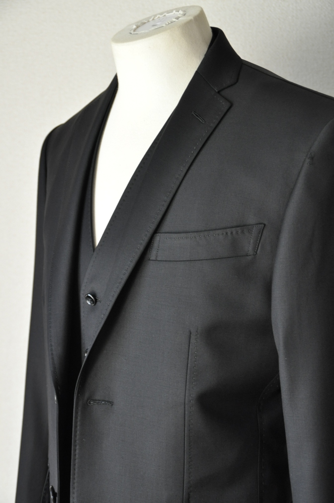 DSC03571 お客様のスーツの紹介-CANONICO ブラックスリーピース-