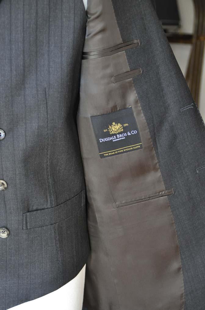 DSC03622 お客様のスーツの紹介- DUGDALE チャコールグレーストライプ スリーピース- 名古屋の完全予約制オーダースーツ専門店DEFFERT