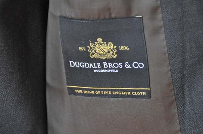 DSC03631 お客様のスーツの紹介- DUGDALE チャコールグレーストライプ スリーピース- 名古屋の完全予約制オーダースーツ専門店DEFFERT