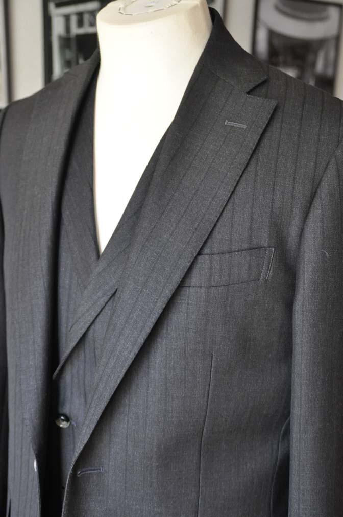 DSC03641 お客様のスーツの紹介- DUGDALE チャコールグレーストライプ スリーピース- 名古屋の完全予約制オーダースーツ専門店DEFFERT