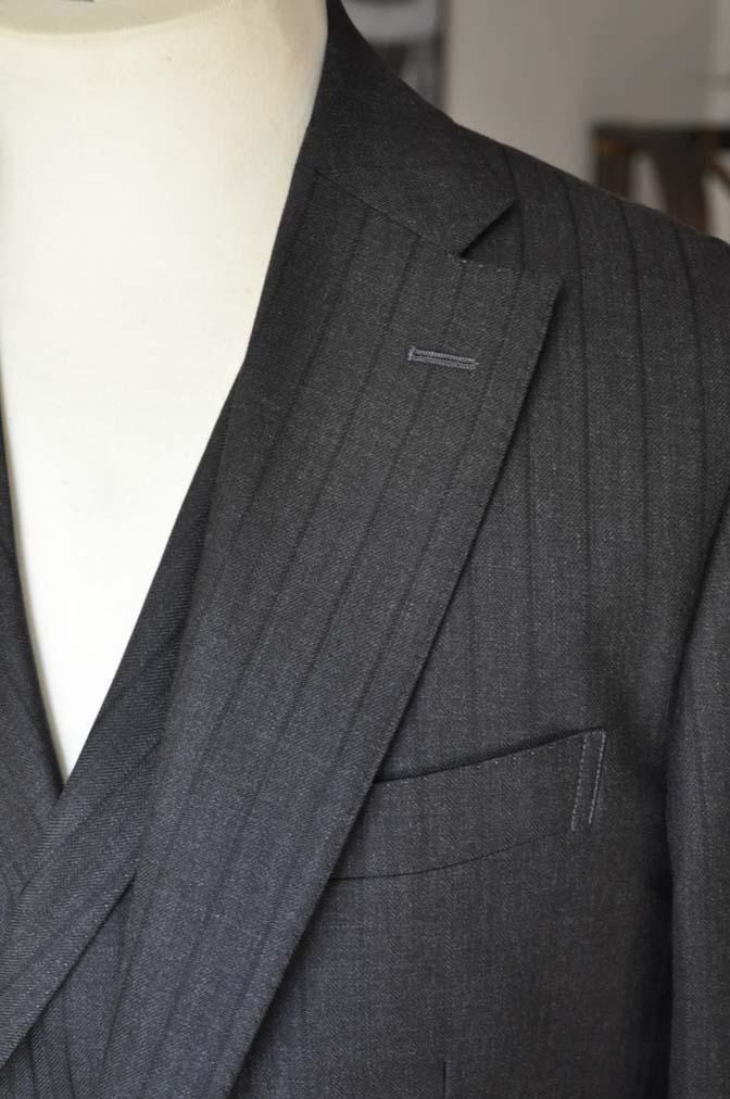 DSC03654 お客様のスーツの紹介- DUGDALE チャコールグレーストライプ スリーピース- 名古屋の完全予約制オーダースーツ専門店DEFFERT