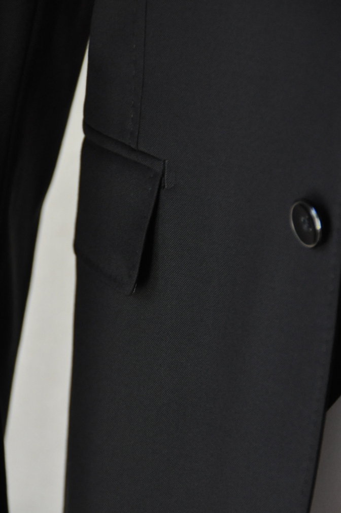 DSC0366 お客様のスーツの紹介-CANONICO ブラックスリーピース-