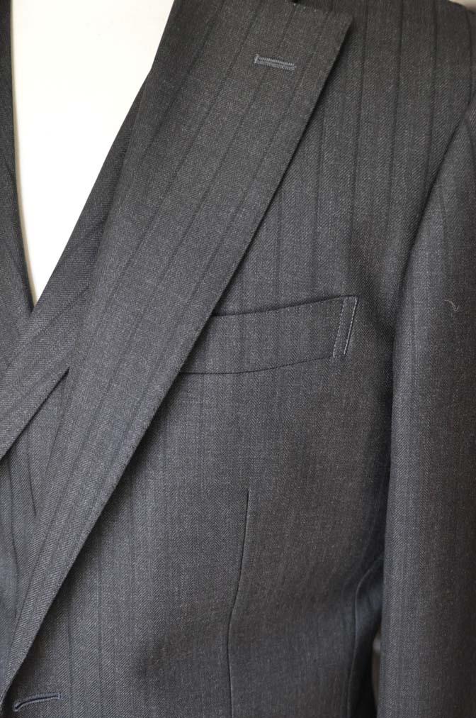 DSC03662 お客様のスーツの紹介- DUGDALE チャコールグレーストライプ スリーピース- 名古屋の完全予約制オーダースーツ専門店DEFFERT