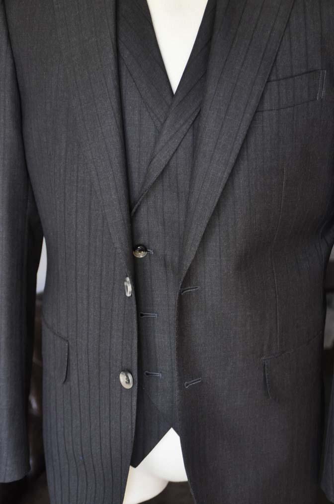 DSC0368 お客様のスーツの紹介- DUGDALE チャコールグレーストライプ スリーピース- 名古屋の完全予約制オーダースーツ専門店DEFFERT