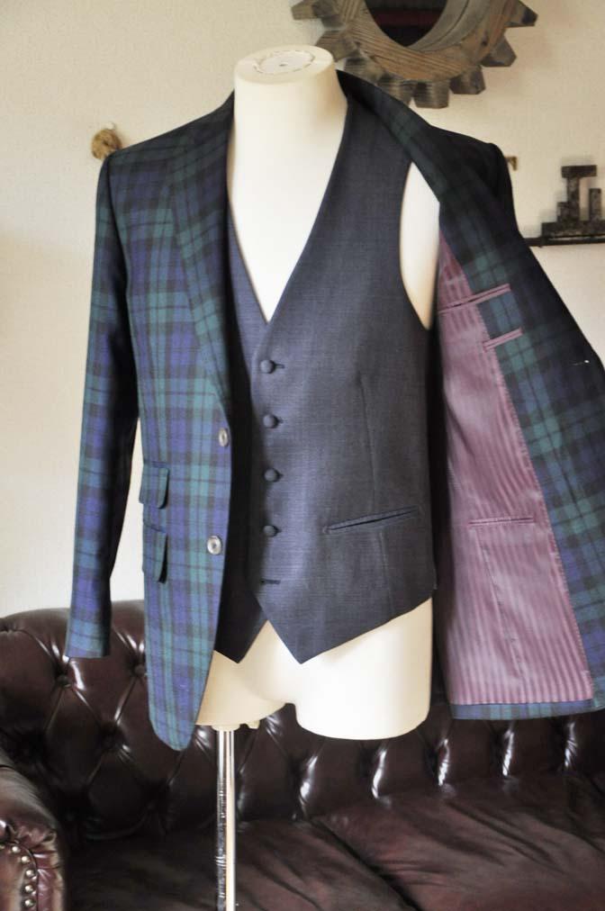 DSC0369-3 お客様のウエディング衣装の紹介- ブラックウォッチスーツ ネイビーベスト-