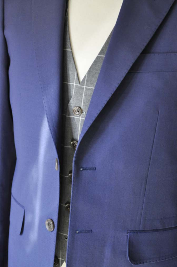 DSC0369 お客様のウエディング衣装の紹介-Biellesi ネイビースーツ グレーチェックベスト-DSC0369 お客様のウエディング衣装の紹介-Biellesi ネイビースーツ グレーチェックベスト- 名古屋市のオーダータキシードはSTAIRSへ